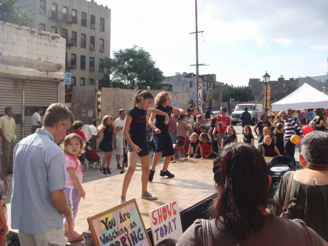 20070930-atlantic-ave-street-fair-16-street-fair-dancers.jpg