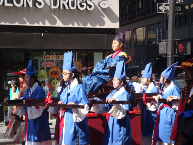 20071006-korean-parade-23-honored-figure.jpg