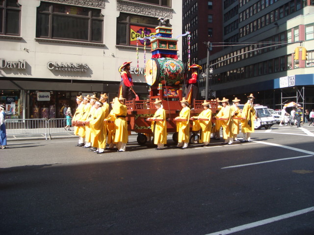 20071006-korean-parade-26-drum-with-no-crowd.jpg