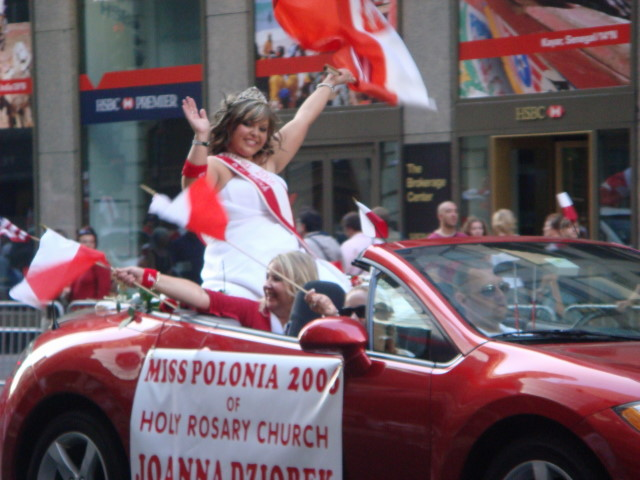20071007-pulaski-parade-83-miss-polonia-of-holy-rosary-church-joanna-dziobek.jpg
