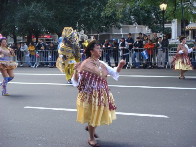 20071014-hispanic-columbus-day-18-dancers.jpg