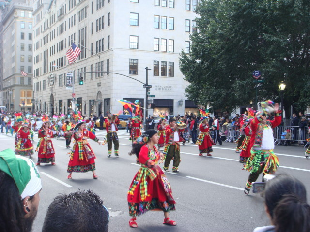 20071014-hispanic-columbus-day-24-dancers.jpg