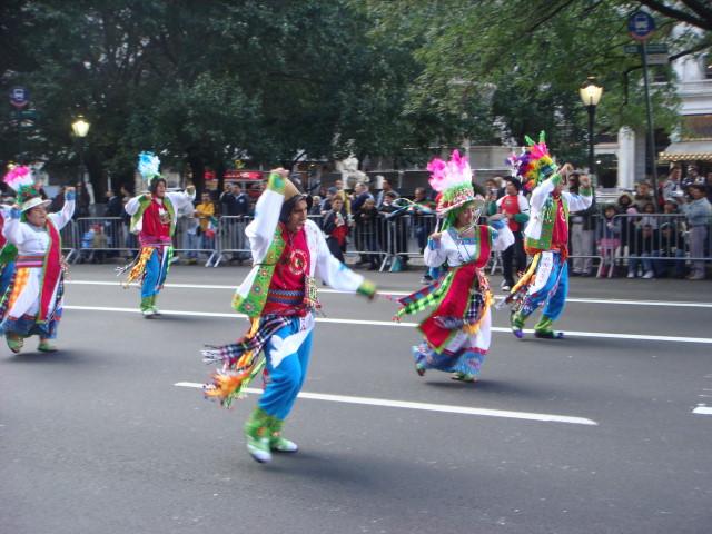 20071014-hispanic-columbus-day-25-dancers.jpg