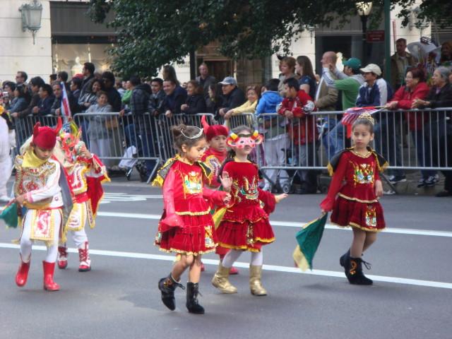 20071014-hispanic-columbus-day-30-kids-in-costumes.jpg