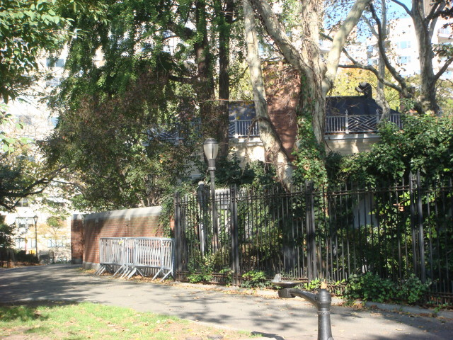 20071104-gracie-mansion-10-view-from-east.jpg