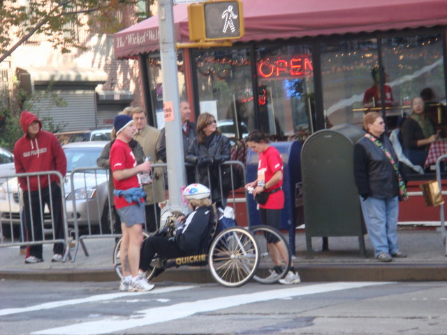 20071104-ny-marathon-18-wheelchair-racer-with-escorts-on-break.jpg