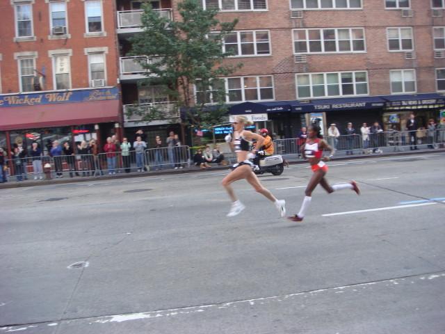20071104-ny-marathon-24-first-runners.jpg