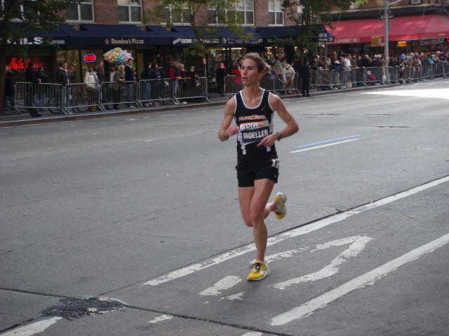 20071104-ny-marathon-32-woman-runner-moeller.jpg