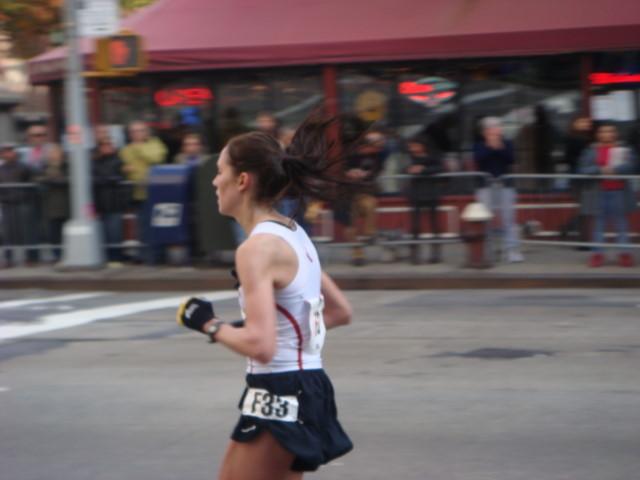 20071104-ny-marathon-39-woman-runner-with-bouncing-hair.jpg