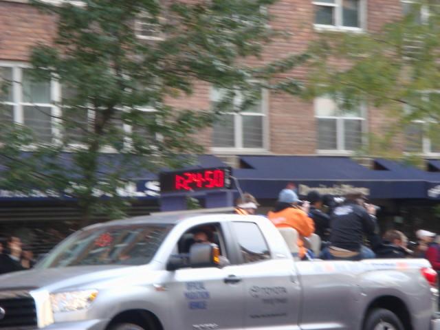 20071104-ny-marathon-43-truck-with-mens-time.jpg