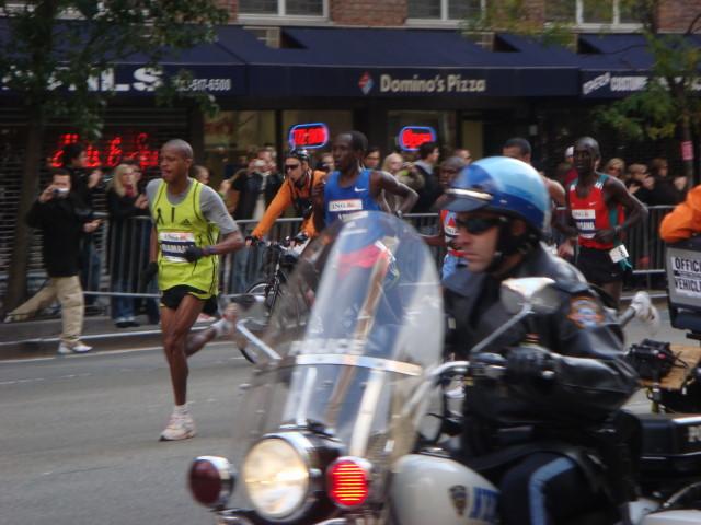 20071104-ny-marathon-44-first-men-runners.jpg