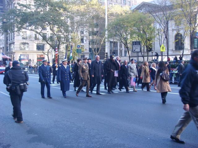 20071111-veterans-day-parade-12-dignitaries.jpg