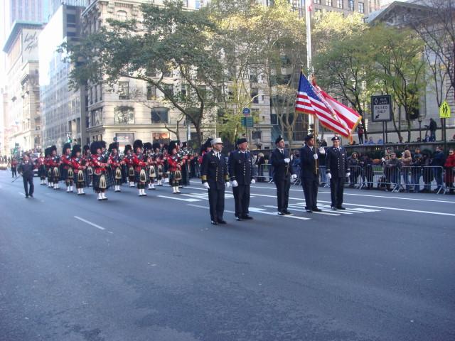 20071111-veterans-day-parade-16-bagpipers.jpg