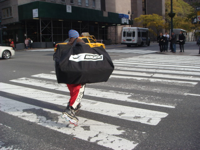 20071117-skater-with-package.jpg