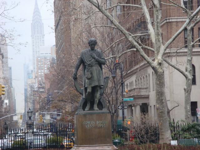 200712122-gramercy-park-10-closeup-of-statue.jpg