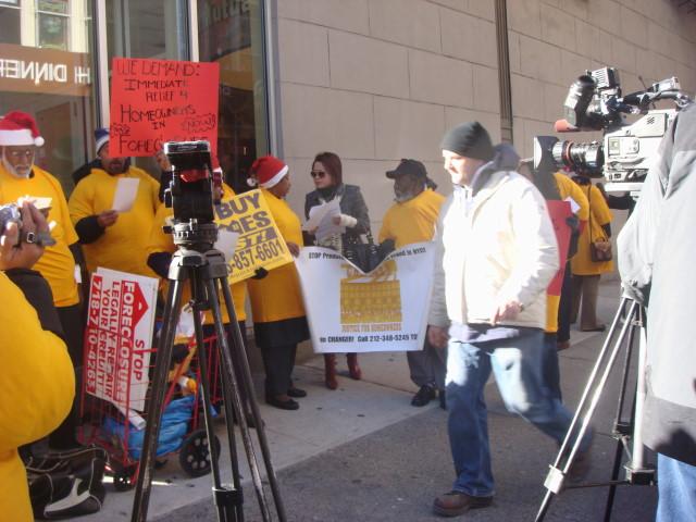 20071224-east-village-foreclosure-protest-01.jpg