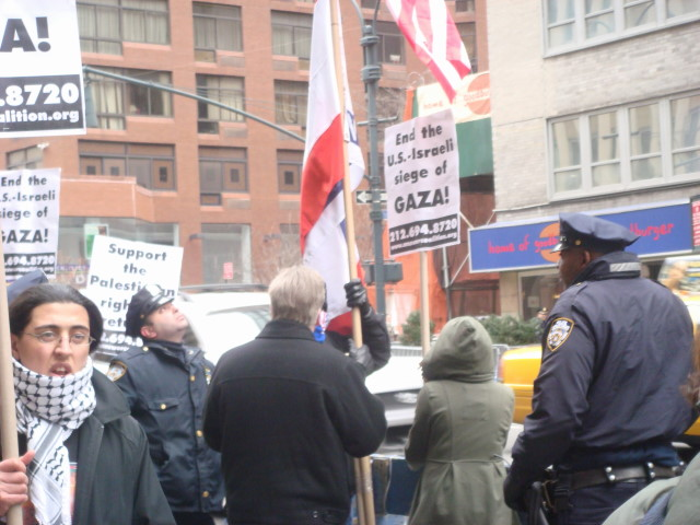 20080126-gaza-protest-10-cops-start-to-move-in.jpg