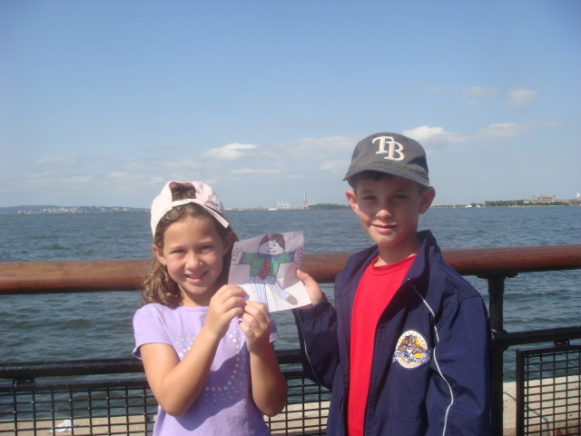 20090711 Flat Stanley 02 Kids and Statue of Liberty