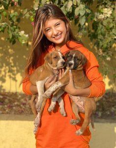 Arishfa Khan dog lover