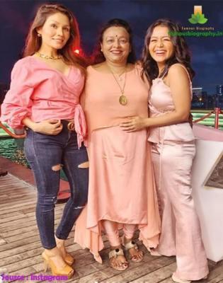 Neha Kakkar mother