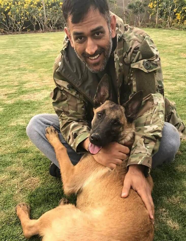 Mahendra Singh Dhoni dog lover