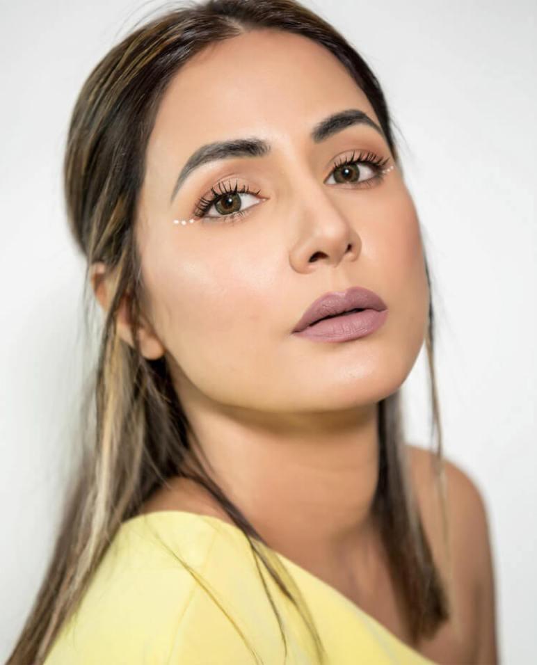Hina Khan Height
