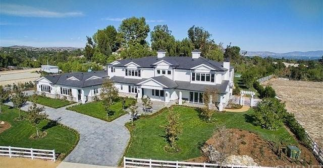 Famous Celebrity Homes  Celebrity Homes Of The Rich And