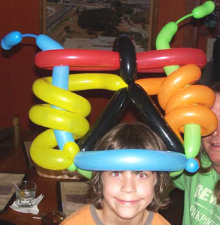 Clown Tutorial - twisting balloon animals, part 1