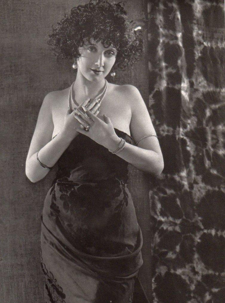 Biography of Mae Busch (18 June 1891 - 20 April 1946)