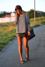Morning guys! Today I want to share with you this casual look wearing some leo, leather and stripes ;) A mini skirt always work with an oversize t-shirt. It´s cool, flattering and comfy. I love to mix prints, and stripes and leo is always a great option. Of you add some jewels and a touch of color…voilà! You have a perfect and chic casual look. Hope it inspires you :) Thousands of kisses!!!