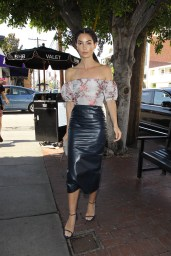 Lily Aldridge arrives at the Vanity Fair Luncheon held at A.O.C. in West Hollywood 26.02.2016
