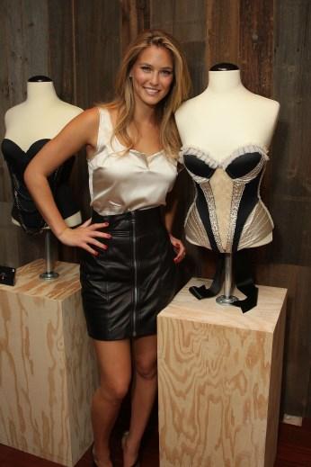 Bar Refaeli - Leather Mini Skirt