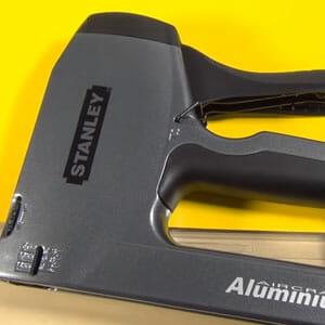 Staple nail gun