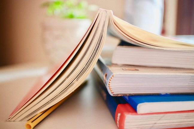 books-2012936_1920