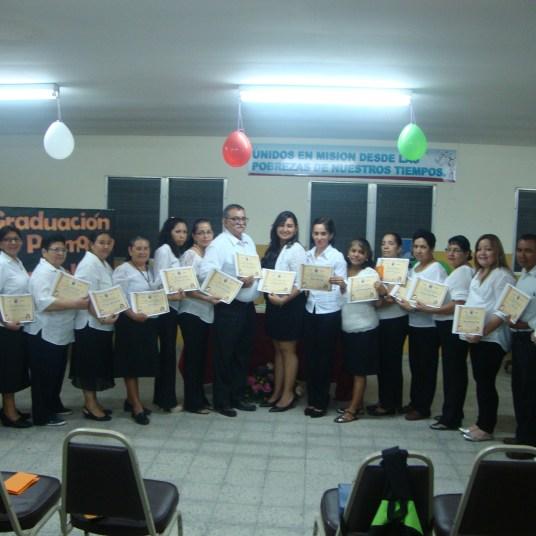 1a-promocion-escuela-margarita-naseau-16-graduados