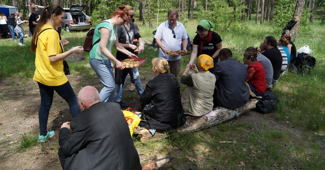 """Family"" Picnic With the Homeless in the Ukraine"