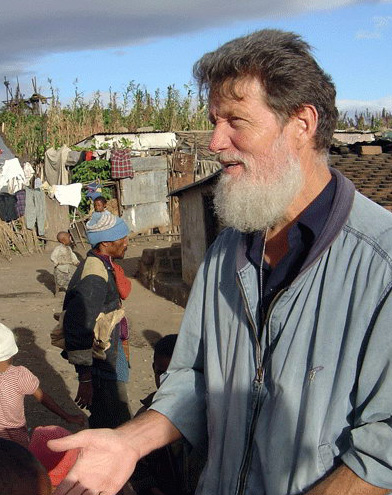 ¡Los pobres me han evangelizado!, dice misionero argentino P. Opeka en Roma