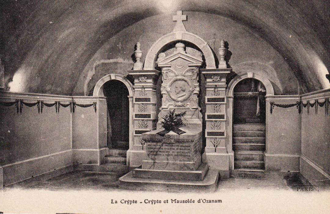 Imagen sin fecha de la cripta de Federico Ozanam. Posiblemente tomada en algún momento de la primera mitad del siglo XX