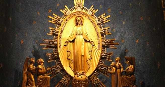 Una devoción en familia • Historias de la Virgen Milagrosa
