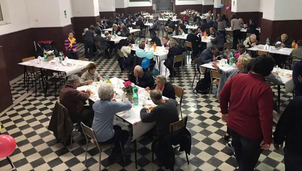 Fotos del almuerzo en la Jornada Mundial de los Pobres en el colegio vicenciano Leoniano en Roma