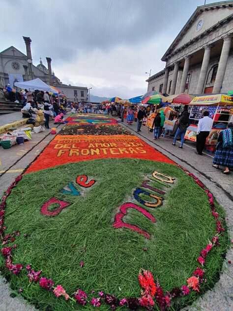 "Festival de alfombras comunidad ""Ave María"", JMV Xela ..."