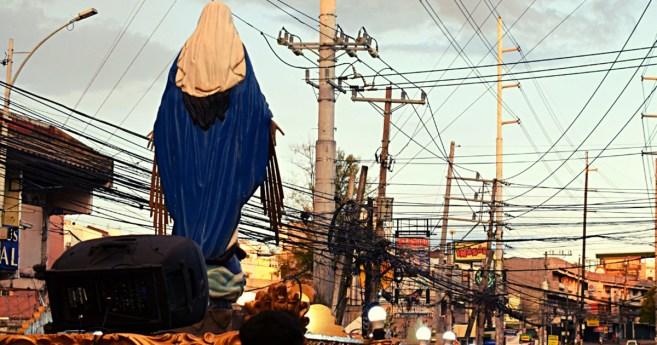 Procesión del Santísimo Sacramento y la Virgen Milagrosa en Manila (Filipinas)