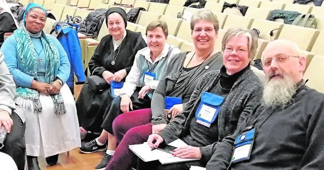 Varones, célibes, de carisma vicenciano… y anglicanos
