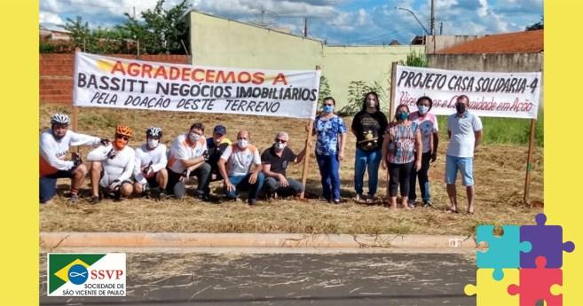 Los vicentinos construyen la cuarta casa de un audaz proyecto en Mirassol (Brasil)