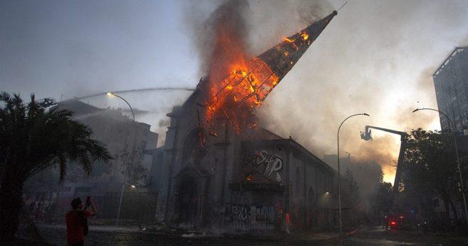 L'incendio delle chiese è un attacco alla libertà religiosa