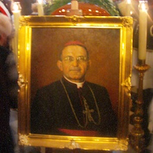 Reportaż z Mszy św.  pogrzebowej bp A. Małysiaka w kościele Sióstr Norbertanek