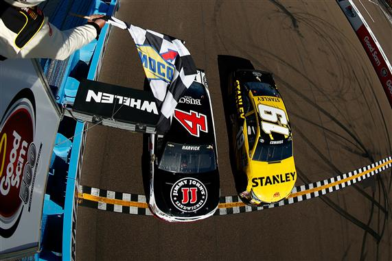 Kevin Harvick, driver of the #4 Jimmy John's Chevrolet, beats Carl Edwards, driver of the #19 Stanley Toyota, to the checkered flag to win the NASCAR Sprint Cup Series Good Sam 500 at Phoenix International Raceway on March 13, 2016 Photo - Jonathan Ferrey/Getty Images