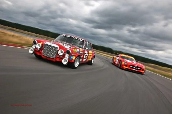 Mercedes-Benz SLS GT3 und Rote Rennsau by marioroman pictures | Fanaticar-Magazin