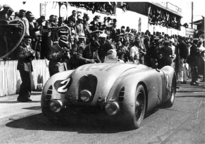 1937 Bugatti 57G Tank mit Jean-Pierre Wimille - Fanaticar Magazin.