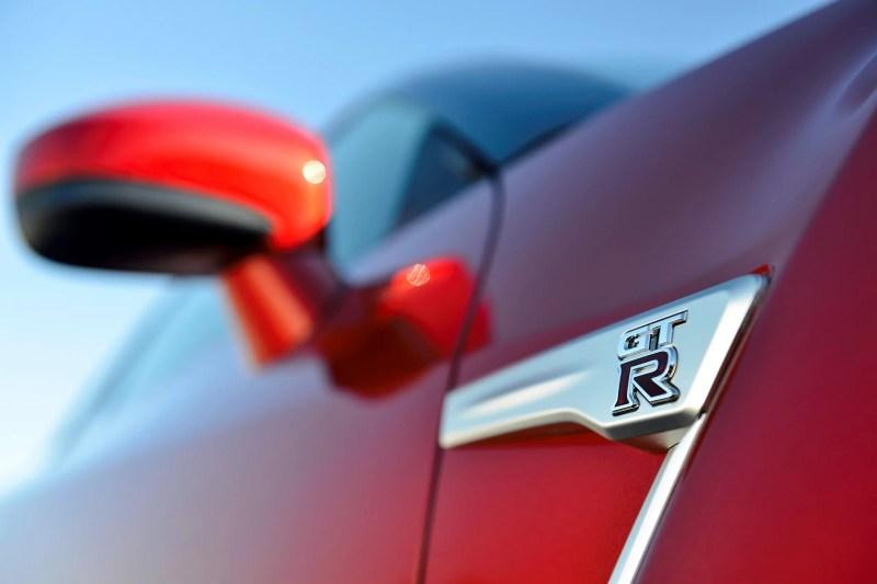 2014 Nissan GT-R & Nissan Nismo GT-R  - Fanaticar Magazin